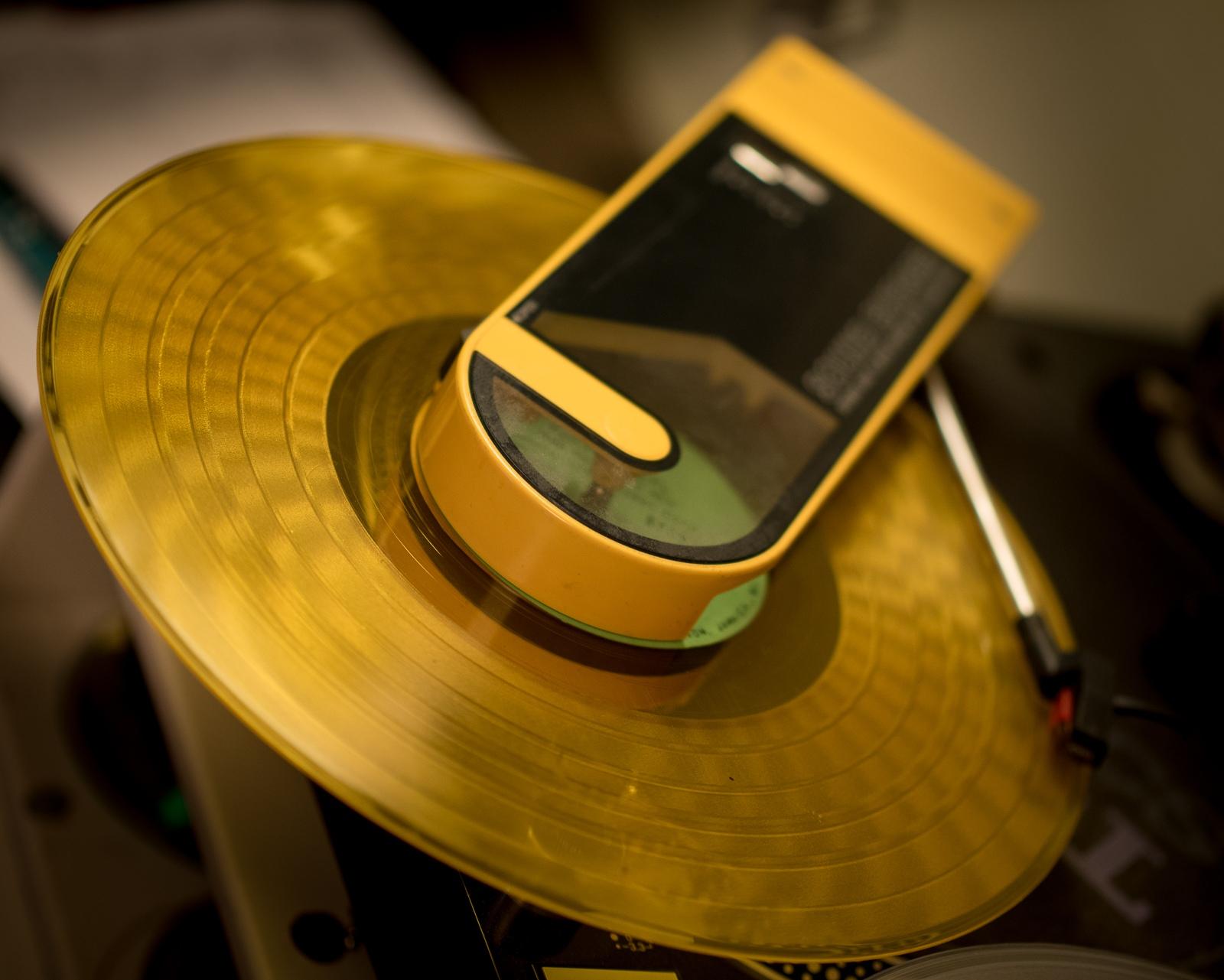 yellow soundburger portable turntable