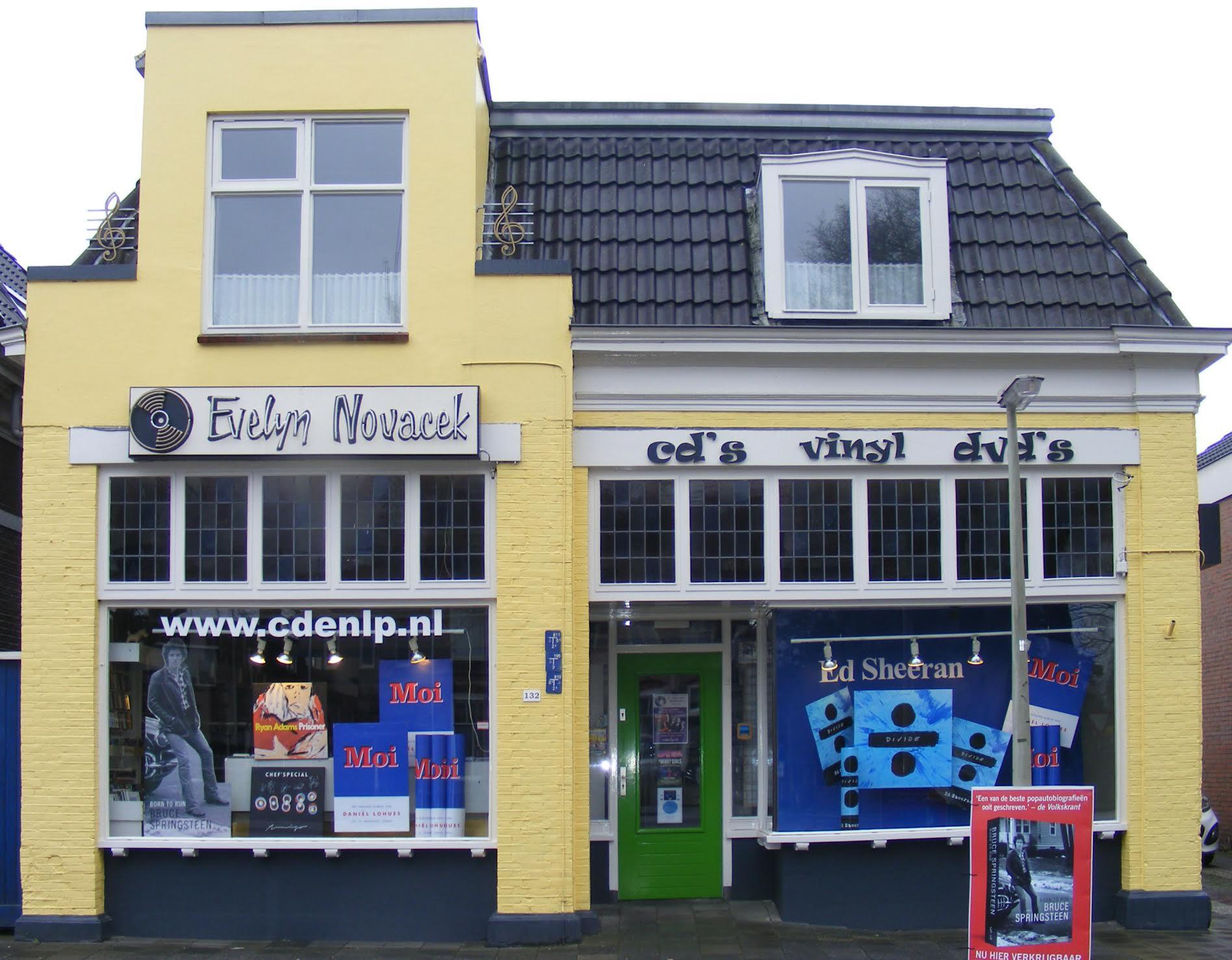 Evelyn Novacek store front