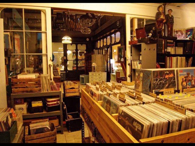 Inside Barcelona record store, La Caixa de Ritmes