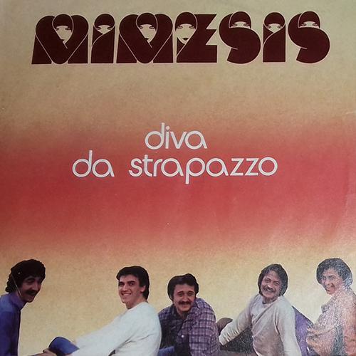 Mimesis – Diva Da Strapazzo : Il Divano A Fiori